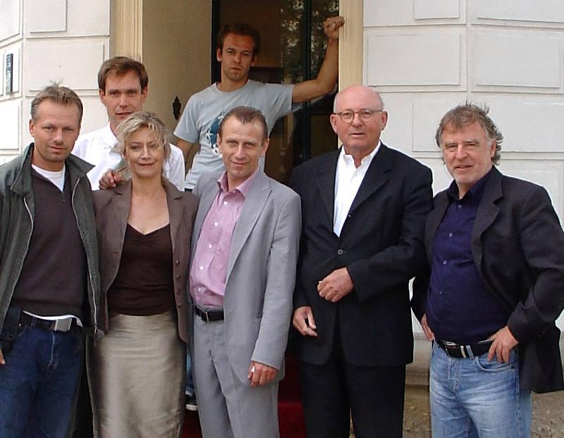 von rechts: Andreas Schmidt-Schaller, Klaus Eberhard (Hausherr, Galerie Hotel Leipziger Hof), Jevgenij Sitochin, Kameramann Christian Paschmann (oben), Tatjana Blacher, Michael Galke (Verkaufs-und Marketingleiter, Galerie Hotel Leipziger Hof),